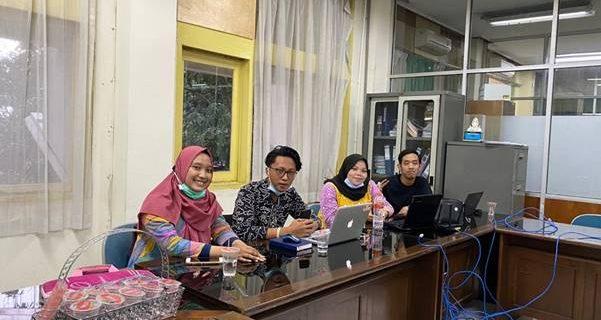 Tim MonsoonSim Fakultas Bisnis dan Ekonomi